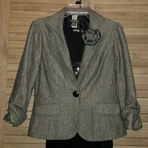 Black and gray blazer